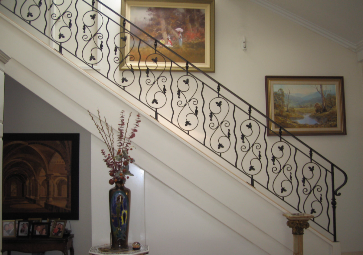 How to Make Balustrades Work With Iron Railings